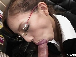 Frail Japanese slut munches insusceptible to a heavy gumshoe