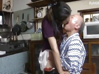 Japanese daughter-in-law admit a fault to father-in-law