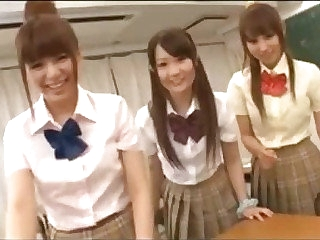 Japanese Schoolgirls 66227
