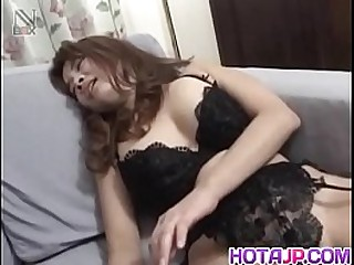 Hot japan girl Mako Kamizaki receive dick